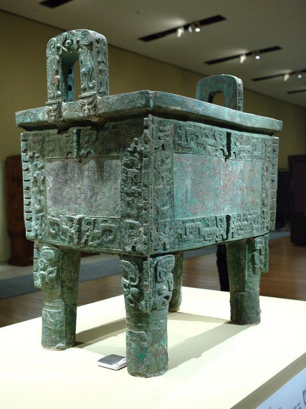 Légende: Houmuwu ding au Musée National de Chine. (Image : Wikimedia / Mlogic / CC BY-SA)
