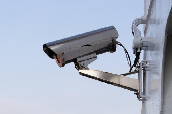 Hikvision et Dahua Technology contrôlent un tiers du marché mondial des technologies de surveillance. (Image :Pixabay/CC0 1.0)
