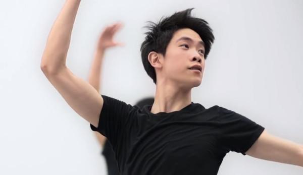 La compagnie de danse Shen Yun Performing Arts estime que suivre une méthode traditionnelle de culture et d'amélioration de soi contribue à élever son niveau artistique. (Image : Capture d'écran / YouTube)