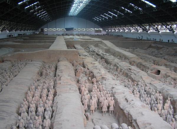 Vue générale de la fosse no 1 au musée de Xi'an. (Image : Wikimedia / Robin Chen / Domaine public)