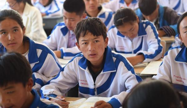 Human Rights Watch avertit que la Chine éradique la langue tibétaine à travers sa politique d'éducation bilingue. (Image : Capture d'écran /YouTube)