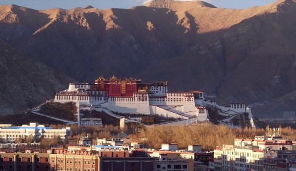 Le garçon désigné pour être le 11e Panchen-lama a disparu il y a 25 ans après avoir été choisi par le Dalaï Lama. (Image : Capture d'écran /YouTube)