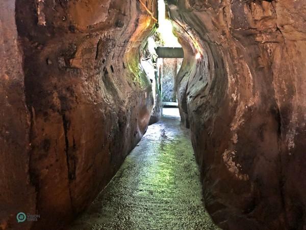 Il y a une dizaine de chambres dans la Grotte de la Main de Bouddha. (Image : Billy Shyu / Vision Times)