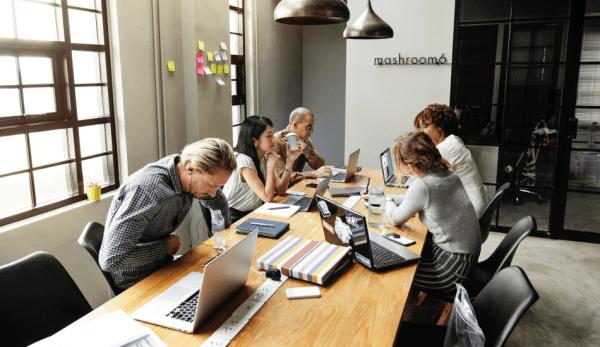 La plupart des gens surestiment les coûts de la formation leadership et sous-estiment son efficacité. (Image :pexels/CC0 1.0)