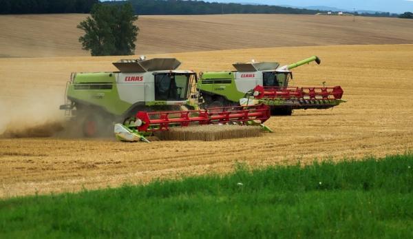 Les agriculteurs dépendent de la moissonneuse-batteuse pour leurs récoltes. crops. (Image :Pixabay/CC0 1.0)