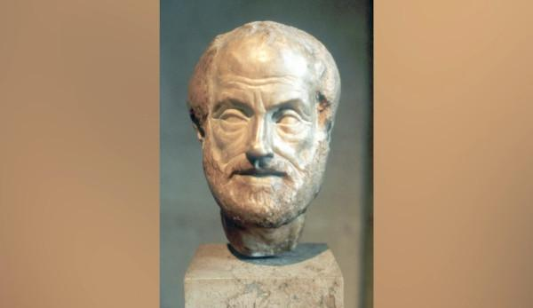 La démocratie que nous pratiquons aujourd'hui ressemble davantage à la définition par Aristote des régimes politiques — soit, des formes de gouvernement dans lesquelles la masse règne sur elle-même. (Image : Capture d'écran /YouTube)