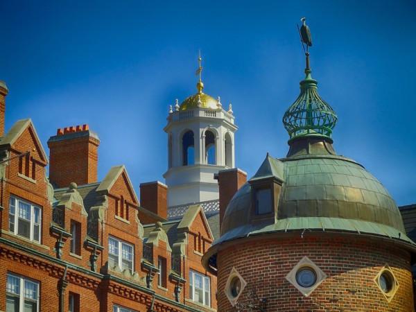 Une photo des bâtiments de l'Université de Harvard, Cambridge, Massachusetts. Charles Lieber, directeur du département de chimie et de biologie chimique de Harvard, a été inculpé en juin pour avoir fait de fausses déclarations aux autorités fédérales sur sa participation au programme «Mille talents». (Image : David Mark / Pixabay)
