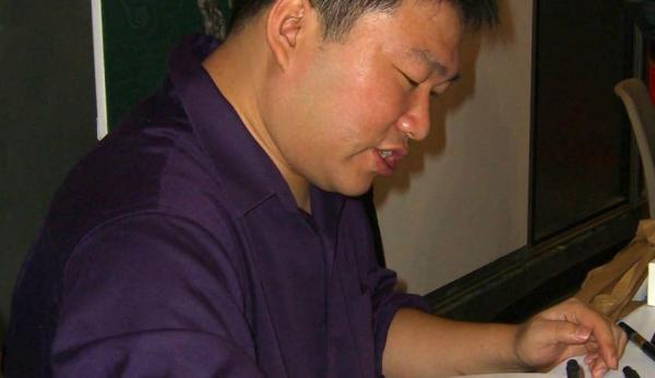 Daxiong créant une illustration. (Image :Luigi Novi/Wikimedia /CC BY 3.0)