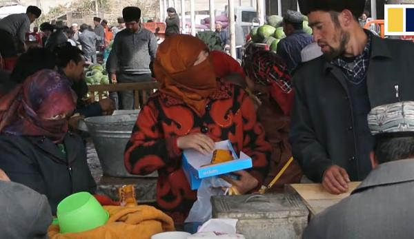 La Chine tente de réduire génétiquement la population ouïghoure en stérilisant de force des femmes. (Image : Capture d'écran /YouTube)