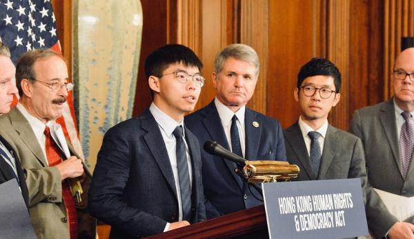 Le militant apprécié de Hong Kong, Joshua Wong, a renoncé à son rôle de leader au sein du Parti Demosisto, son groupe pro-démocratie. (Image :wikimedia/CC0 1.0)