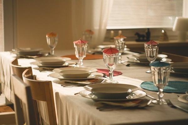 Quelles sont les mauvaises façons de dîner ? Ces problèmes doivent être clarifiés. (Image :RealAKP/Pixabay)