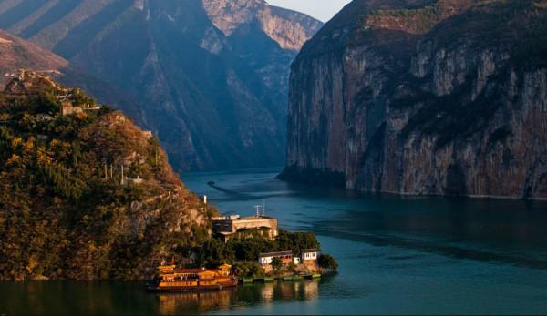 La gorge de Qutang est l'une des trois gorges que traverse le Yangtsé. (Image :Tan Wei Liang Byorn/wikimedia /CC BY 3.0)