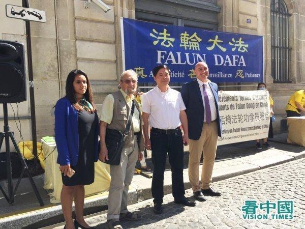 De gauche à droite : Mme Luna, M. Bouc, M. Tang Hanlong, M. King. (Image : Kan Zhongguo / VisionTimes)