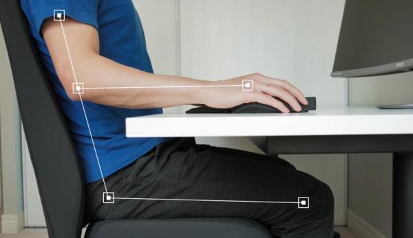 Une bonne posture assise implique un alignement correct des parties importantes du corps. Vous allez ainsi minimiser les risques à long terme. (Image : Capture d'écran /YouTube)