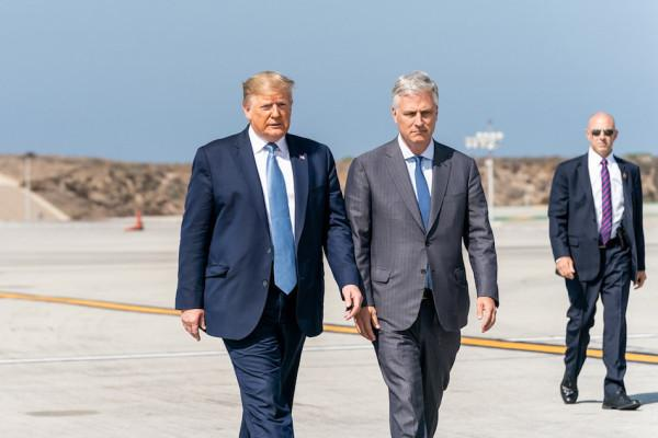 Le président Donald Trump et le conseiller à la sécurité nationale de la Maison Blanche Robert C. O'Brien, le 18 septembre 2019, lors de leur départ à bord d'Air Force One à l'aéroport international de Los Angeles.(Image : Official White House Photo / Shealah Craighead)