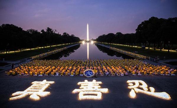 Les Artistes de Shen Yun commémorent la persécution en Chine