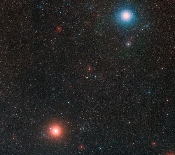 Cette image montre le ciel autour de l'emplacement de NGC 2899, qui est visible au centre même du cadre. Cette image a été créée à partir d'images du Digitized Sky Survey 2. (Image : ESO)