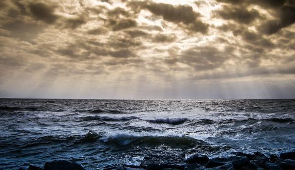«Devenu humble face à l'immensité de l'océan» est un enseignement sur l'humilité. (Image :Pixabay/CC0 1.0)