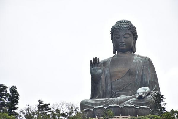 Statue de Bouddha sur l'île de Lantau, à Hong Kong, veille sur la Chine et Hong Kong. (Image : 该图片由 /Allison Barnett / 在Pixabay /上发布)