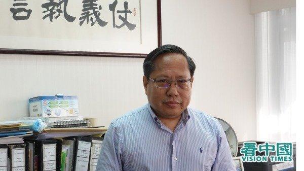 Albert Ho Chun-Yan a fait l'éloge du paysage médiatique à Hong Kong. Premièrement, il y a Apple Daily de M. Lai qui soutient les médias; deuxièmement, il y a le courageux personnel d'Apple Daily, troisièmement, Hong Kong est une ville ouverte dotée de beaucoup de médias sociaux (Image: Li Ming / Vision Times)