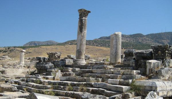 Le temple d'Apollon. (Image :Wikimedia/GNU FDL)