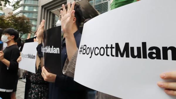 Les gens appellent au boycott du film Mulan en raison des remarques de l'actrice principale Liu Yifei, qui soutient les actions violentes de la police de Hong Kong contre les manifestants depuis l'année dernière. (Image : Capture d'écran / YouTube)