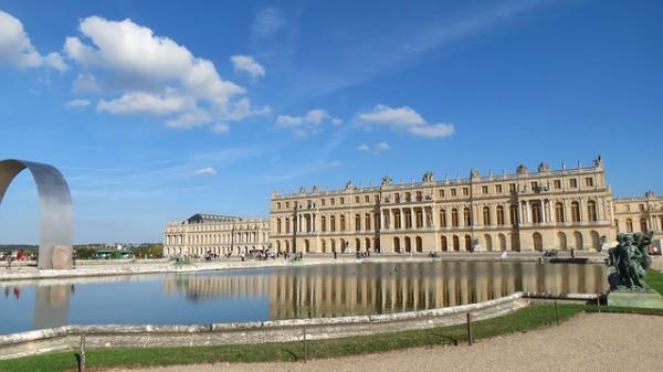 Une classe de CM1 de Garges-lès-Gonesse (Val d'Oise) a passé une semaine au Château de Versailles au mois de juillet dernier en vue d'un court-métrage. (Image :magnusprod47/Pixabay)