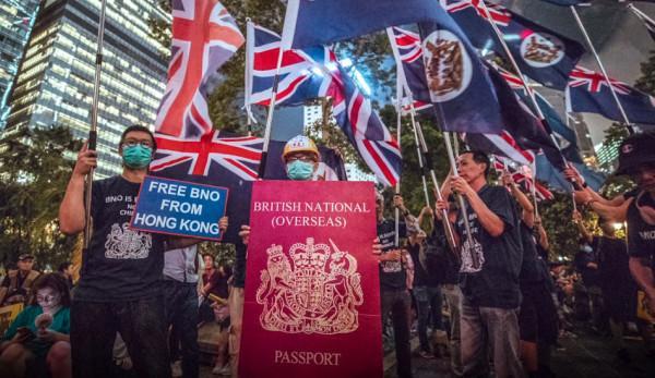 Boris Johnson a annoncé que les détenteurs d'un passeport BNO (British National Overseas) obtiendraient la citoyenneté britannique. (Image : Capture d'écran / YouTube)