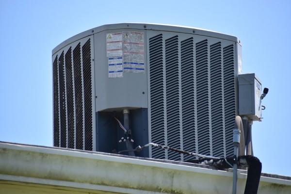 Les fermes sur les toits aident à refroidir les bâtiments, et limitent l'utilisation des climatiseurs. (Image :pixabay/CC0 1.0)