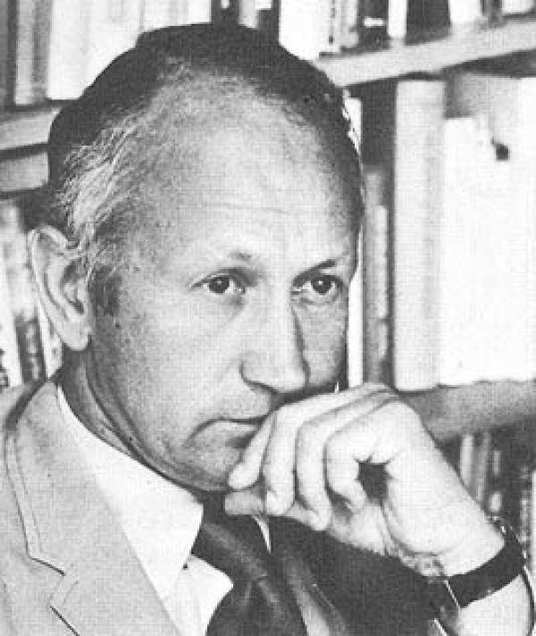 Norman Cousins, l'auteur de Anatomy of an Illness, souffrait de spondylarthrite ankylosante (SA), une maladie inflammatoire chronique qui affecte principalement la colonne vertébrale. (Image :Wikimedia/CC0 1.0)