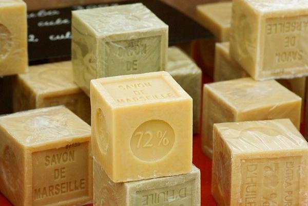 Au début du XXe siècle la ville de Marseille compte jusqu'à 90 savonneries.(Image :jacqueline macou/Pixabay)
