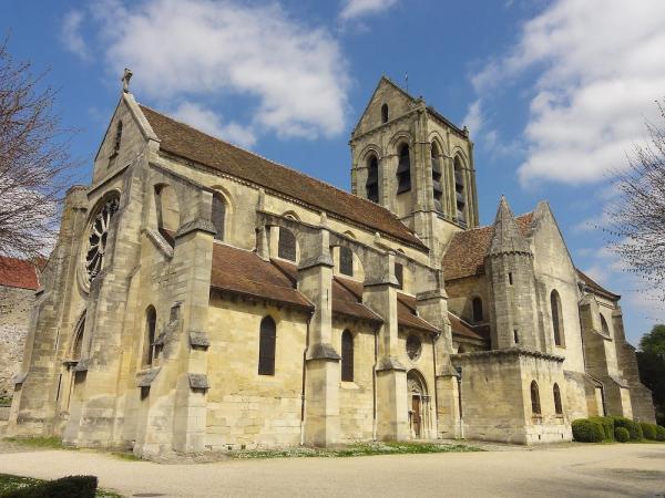 L'histoire de cette église bien connue du Val d'Oise commence au Moyen-âge, elle est intimement liée à la royauté française. (Image : Wikimedia / Pierre Poschadel / CC BY-SA)