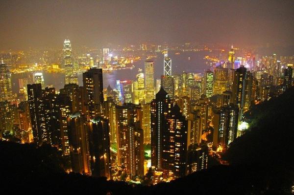 Hong Kong serait la ville la plus lumineuse du monde. (Image :Sharon Ang/Pixabay)