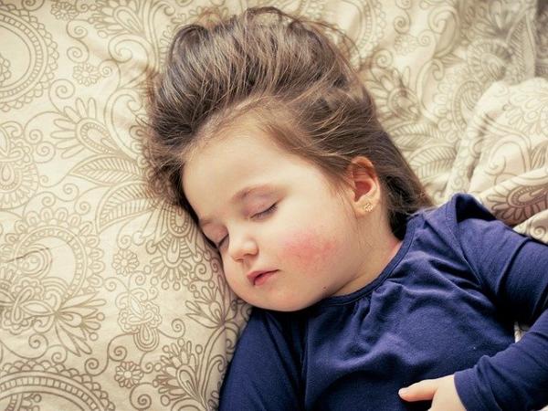 La mélatonine, souvent appelée « hormone du sommeil » est sécrétée la nuit. Elle favorise l'endormissement. (Image :Daniela Dimitrova/Pixabay)