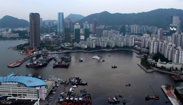 De nombreux itinérants en provenance de Hong Kong ne se sentent pas en sécurité à leur arrivée dans le port chinois de Shenzhen. (Image : Capture d'écran / YouTube)