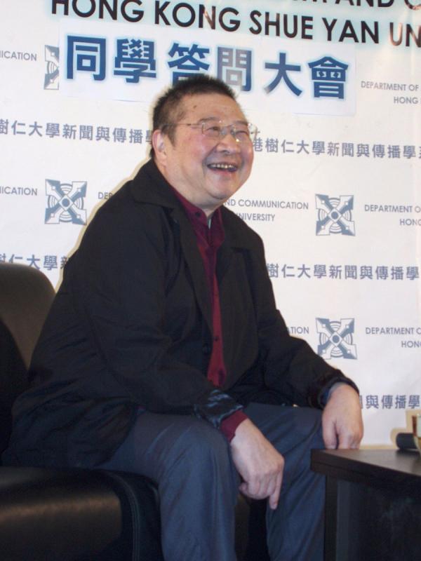 Ni Kuang a déclaré : «Si je n'étais pas venu à Hong Kong depuis la Chine continentale, non seulement je n'aurais pas eu la chance d'écrire, mais je n'aurais même pas eu la chance de continuer à vivre. Je n'aurais pas survécu au mouvement anti-droite, ni à la Révolution culturelle. Heureusement, je suis venu à Hong Kong...». (Image : wikimedia / Yuyu / CC BY-SA)