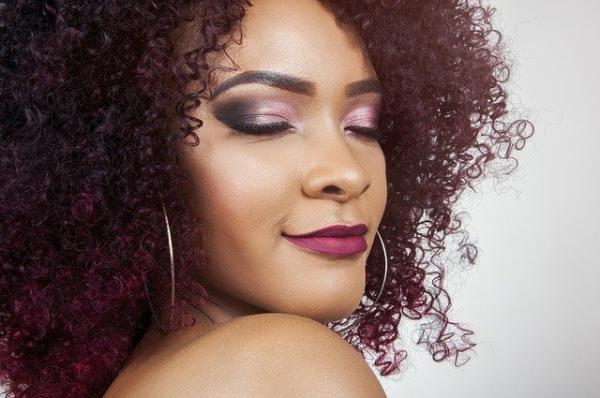 Les Africains attachent une grande importance au soin des cheveux. (Image :Rodger Shija/Pixabay)