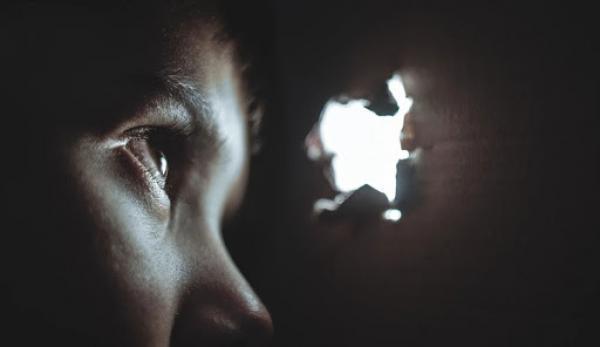 Un pratiquant de Falun Gong a été forcé de se cacher. (Image : Pixabay/CC0 1.0)