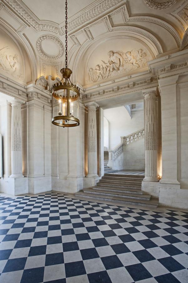 Le vestibule central du château de Maisons. (Image : © Philippe Berthé – CMN – Photo de presse)