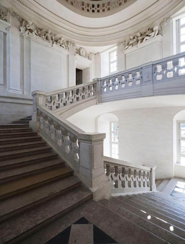 Escalier du château de Maisons. (Image : © Philippe Berthé – CMN – Photo de presse)