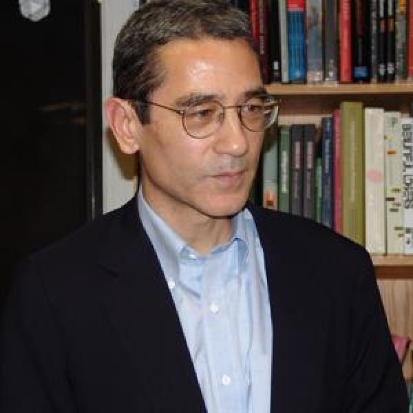 Zhang Jiadun, un chroniqueur et commentateur américain connu sous le nom de Gordon Chang, a affirmé que l'accent mis par Xi Jinping sur l'archéologie est d'une grande importance sociopolitique, ainsi que le signe que le Parti communiste craint pour sa légitimité. (Image : wikimedia / 美国之音 / Domaine public)