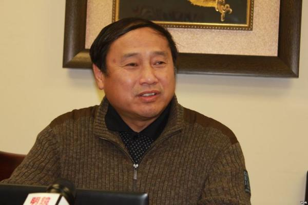 Wang Juntao, un politologue de l'université de Columbia, a déclaré que l'accent mis par Xi Jinping sur les travaux archéologiques vise à promouvoir la légitimité de son règne. (Image : Wikimedia / 美國之音 方冰 / Domaine public)