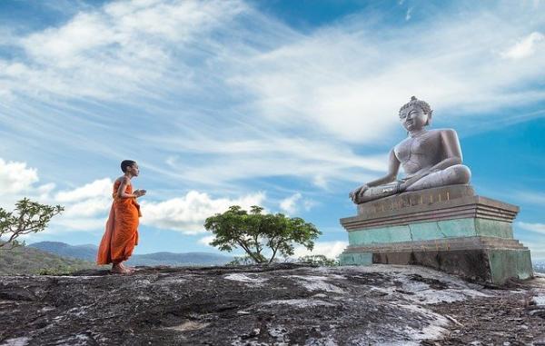 Disciple: - Maître, celui qui ignore la vérité est-il coupable? Bouddha: - Il souffre plus que ceux qui connaissent la vérité. (Image :Sasin Tipchai/Pixabay)