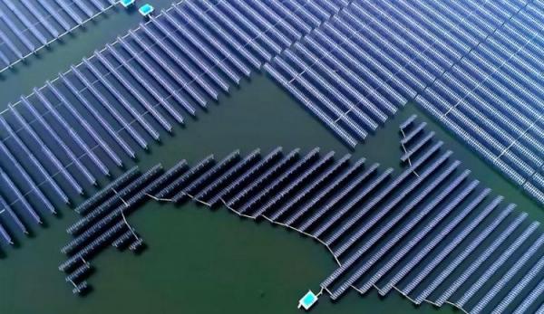 La Chinepossède la plus grande centrale solaire flottante au monde. (Image : Capture d'écran / YouTube)