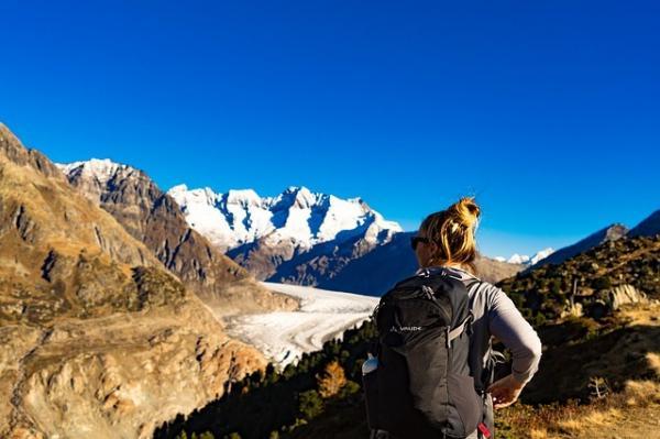 La randonnée en montagne est conseillée. C'est un bon choix pour les sports de plein air en début d'automne. (Image :Michael Stübi/Pixabay)