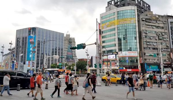 La Chine pourrait mener une opération de « zone grise » pour isoler économiquement Taiwan, en la dépouillant financièrement afin de la soumettre. (Image : Capture d'écran /YouTube)