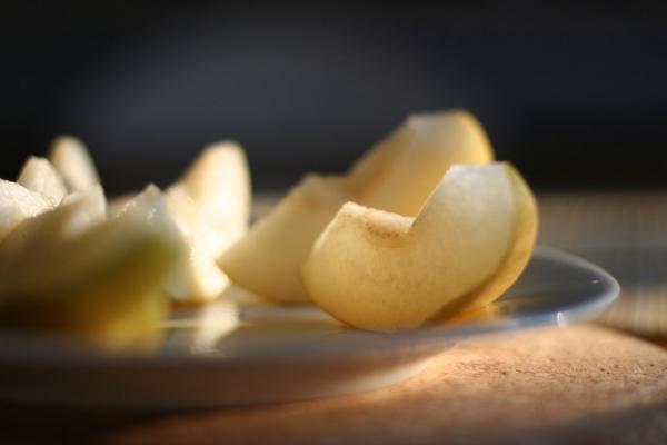 La poire contient beaucoup de fibres alimentaires efficaces pour nettoyer l'estomac et les intestins. (Image :WayTru/flickr / CC BY 2.0)
