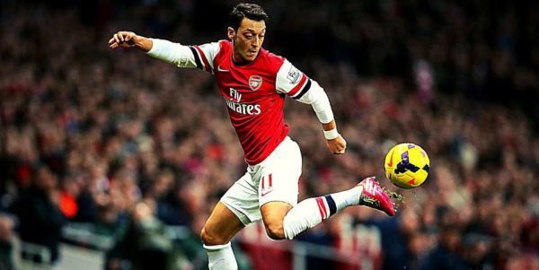 Le footballeur Mesut Özil, qui occupe le poste de milieu de terrain offensif à Arsenal, a été exclu du groupe en Ligue Europa et de l'équipe de Premier League d'Arsenal. (Image : Capture d'écran / YouTube)