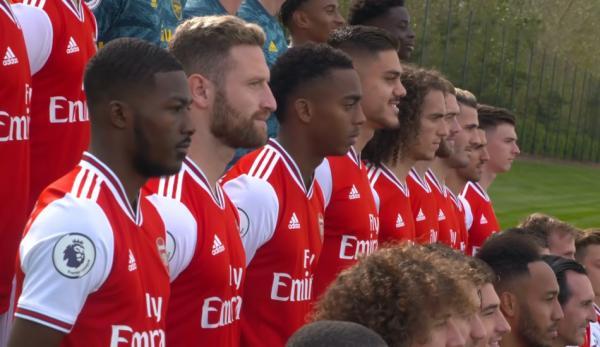 Cinq membres de l'équipe d'Arsenal ont déclaré qu'ils ne pouvaient pas comprendre pourquoi Mesut Özil avait été exclu de l'équipe alors qu'il s'entraînait si bien. (Image : Capture d'écran / YouTube)