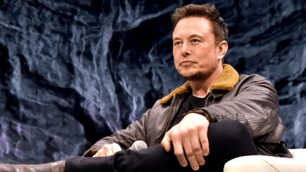 Elon Musk se dit préoccupé par la menace potentielle que représente l'IA. (Image : Capture d'écran /Youtube)